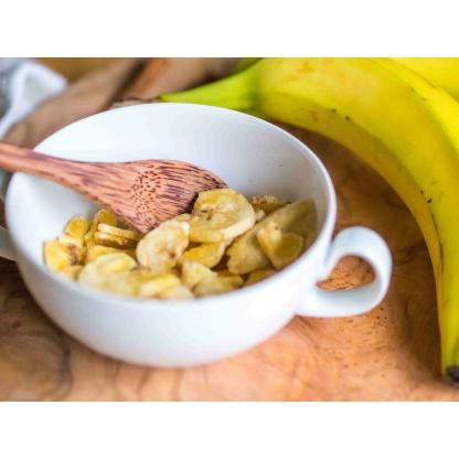 Bananenchips in Schüssel Nahaufnahme