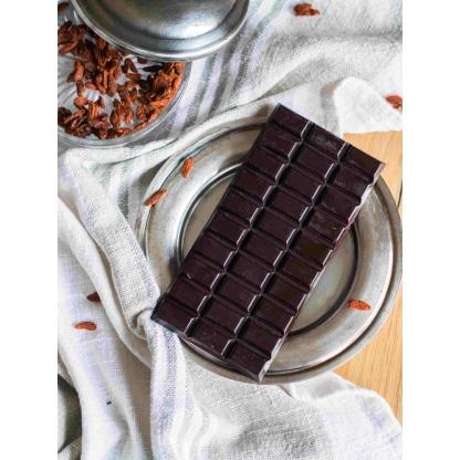 Schokolade mit Gojibeeren vorne