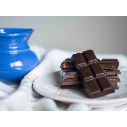 Schokolade gebrochen auf Teller