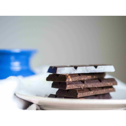 Schokolade gebrochen seitlich